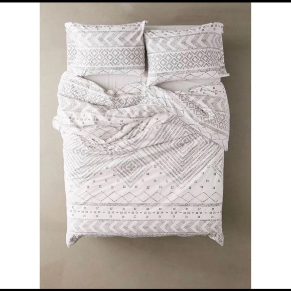 Urban Outfitters Other - UO Maddox Ethnic Twin XL Duvet Set